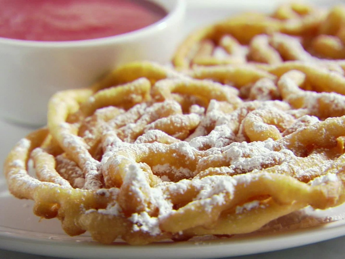 SM0409H_funnel-cakes-with-strawberry-sauce_s4x3
